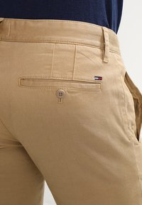 Tommy Jeans - SLIM FERRY - Chinos - beige - 4
