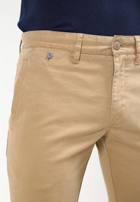Tommy Jeans - SLIM FERRY - Chinos - beige - 3