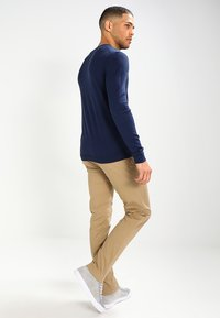 Tommy Jeans - SLIM FERRY - Chinos - beige - 2