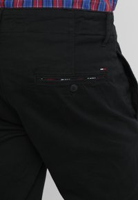 Tommy Jeans - ESSENTIAL - Chino - black - 5