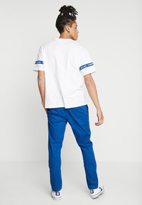 Tommy Jeans - ESSENTIAL SLIM - Chinosy - blue - 2