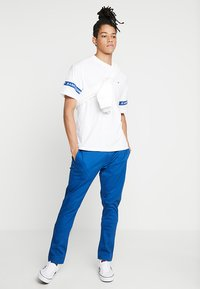 Tommy Jeans - ESSENTIAL SLIM - Chinosy - blue - 1