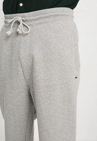Tommy Jeans - CLASSICS - Pantaloni sportivi - grey - 3