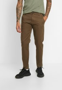 Tommy Jeans - SCANTON PANT - Chinot - canteen - 0