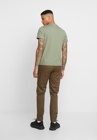Tommy Jeans - SCANTON PANT - Chinot - canteen - 2