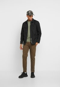 Tommy Jeans - SCANTON PANT - Chinot - canteen - 1
