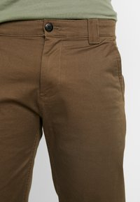 Tommy Jeans - SCANTON PANT - Chinot - canteen - 3