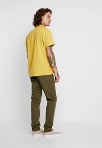 Tommy Jeans - SCANTON PANT - Chinosy - green - 2