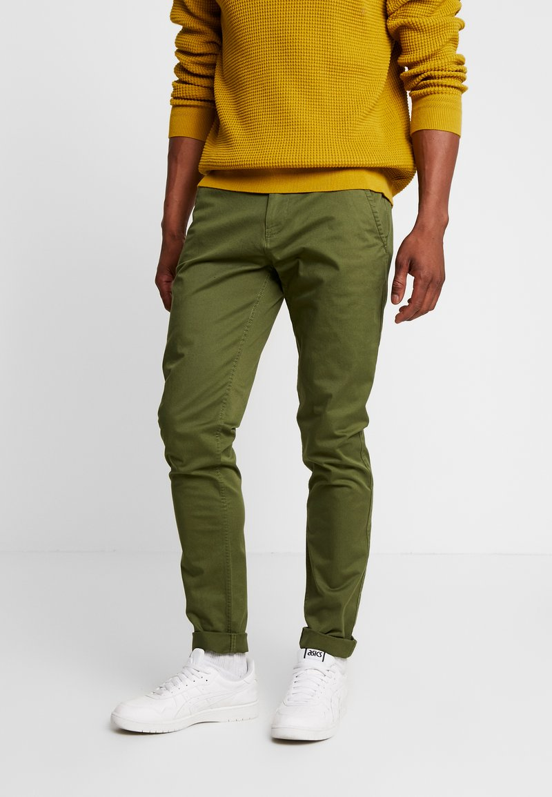 Tommy Jeans - SCANTON PANT - Chinosy - cypress