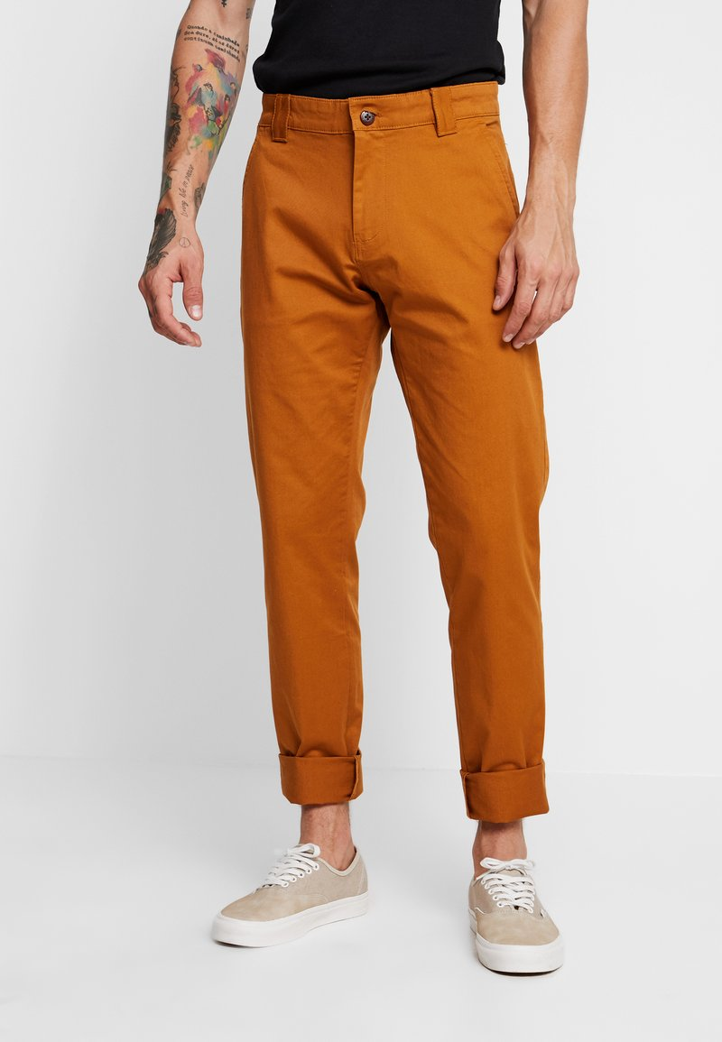 Tommy Jeans - SCANTON PANT - Trousers - brown