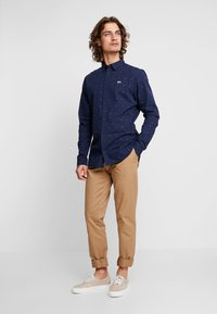 Tommy Jeans - SCANTON PANT - Chinot - brown - 1