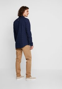 Tommy Jeans - SCANTON PANT - Chinot - brown - 2