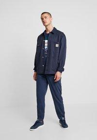 Tommy Jeans - CUFFED PANT - Spodnie materiałowe - black iris - 1