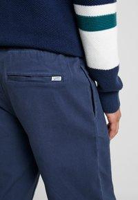 Tommy Jeans - CUFFED PANT - Spodnie materiałowe - black iris - 3