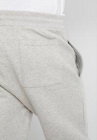 Tommy Jeans - BADGE PANT - Verryttelyhousut - grey - 3