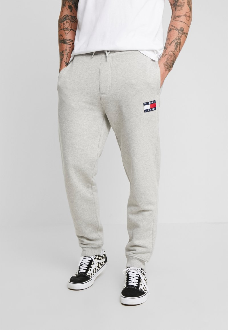 Tommy Jeans - BADGE PANT - Tracksuit bottoms - grey