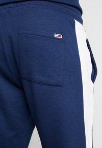 Tommy Jeans - TJM COLORBLOCK SWEATPANT  - Pantalon de survêtement - black iris - 5
