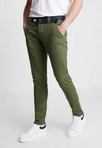 Tommy Jeans - SCANTON DOBBY PANT - Tygbyxor - cypress - 0