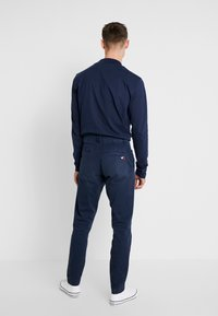 Tommy Jeans - SCANTON WASHED PANT - Chino kalhoty - dark blue - 2