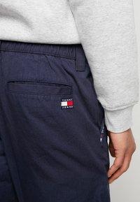 Tommy Jeans - PIECED JOG PANT - Trainingsbroek - black iris - 5