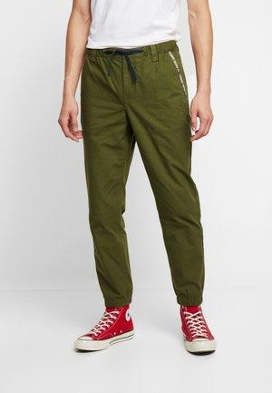 PIECED JOG PANT - Pantalones deportivos - cypress