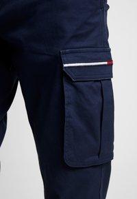 Tommy Jeans - DOBBY PANT - Pantalones cargo - black iris - 3