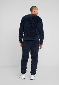 Tommy Jeans - PLUSH JOG PANT - Pantalones deportivos - black iris - 2