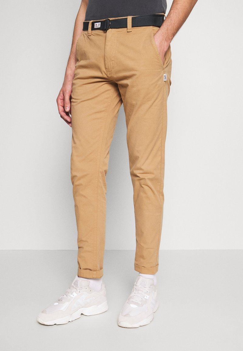Tommy Jeans - TAPERED BELTED PANT - Chino - classic khaki