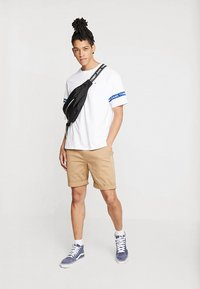 Tommy Jeans - ESSENTIAL - Shorts - brown - 1