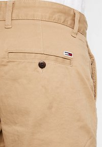 Tommy Jeans - ESSENTIAL - Shorts - brown - 5