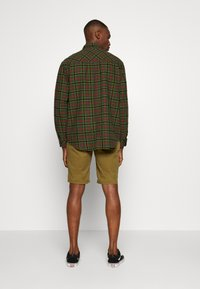 Tommy Jeans - ESSENTIAL - Shorts - uniform olive - 2
