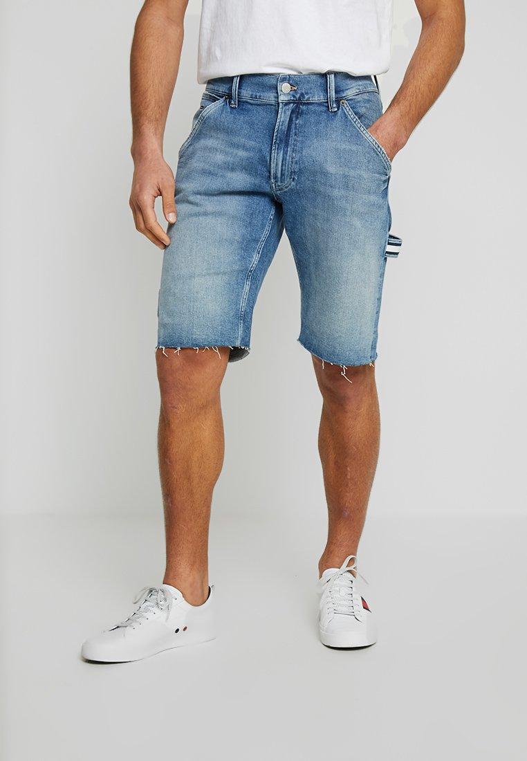Tommy Jeans - CARPENTER - Jeans Shorts - denim