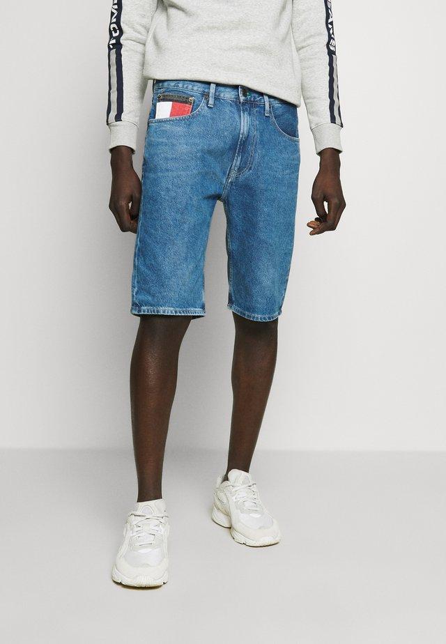 REY RELAXED SHORT - Szorty jeansowe - blue denim
