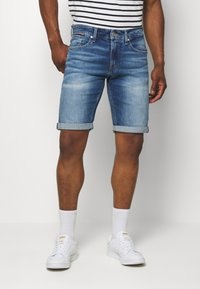 Tommy Jeans - RONNIE RELAXED  - Denim shorts - blue denim - 0