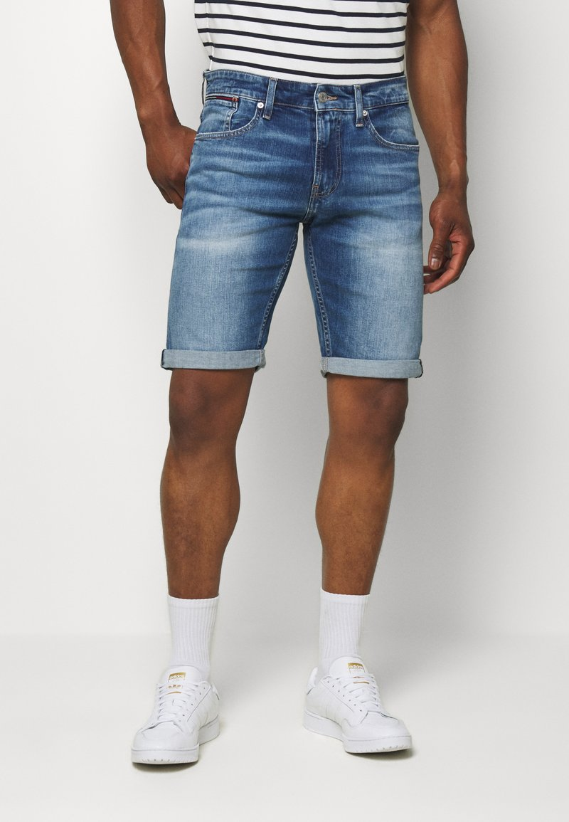 Tommy Jeans - RONNIE RELAXED  - Denim shorts - blue denim