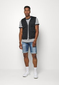 Tommy Jeans - RONNIE RELAXED  - Denim shorts - blue denim - 1