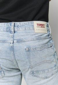 Tommy Jeans - RONNIERELAXED - Denim shorts - light-blue denim - 4