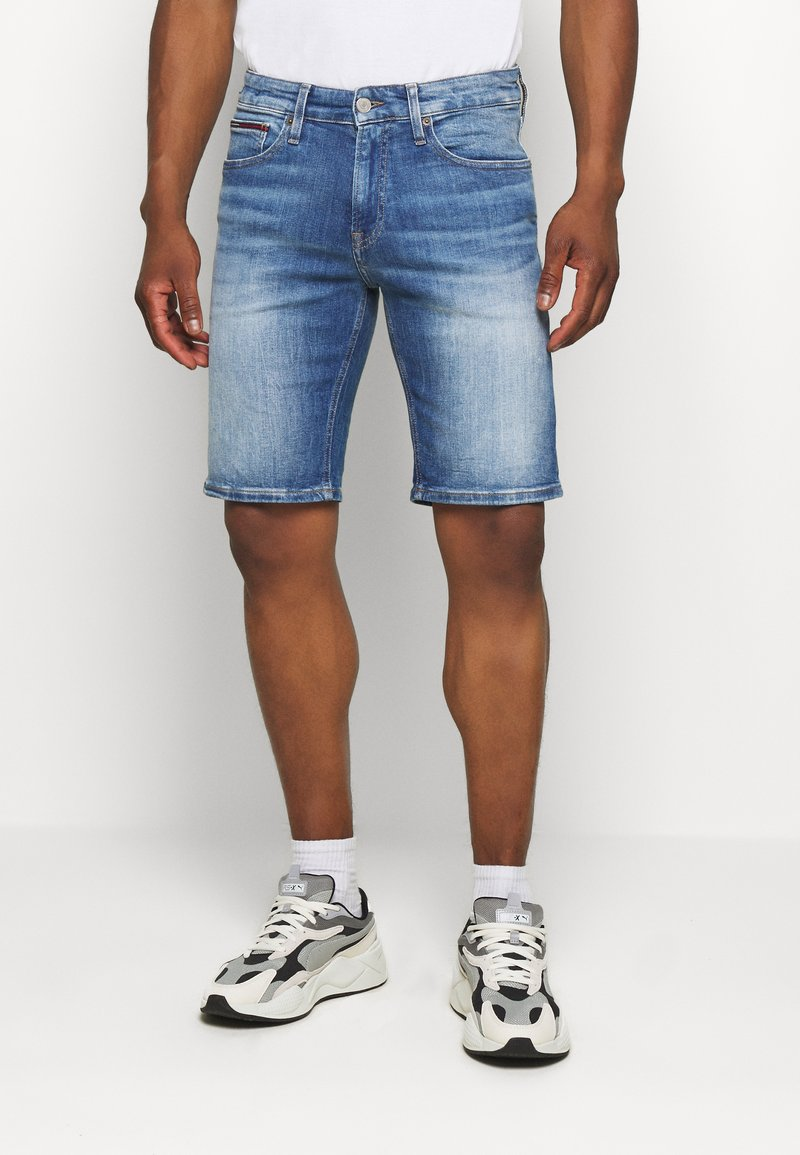 Tommy Jeans - SCANTON - Denim shorts - court mid