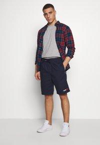 Tommy Jeans - BASKETBALL - Shorts - twilight navy - 1