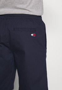 Tommy Jeans - BASKETBALL - Shorts - twilight navy - 5