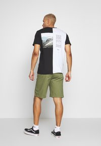 Tommy Jeans - BASKETBALL - Shorts - uniform olive - 2