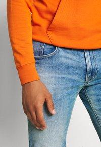 Tommy Jeans - RONNIE  - Denim shorts - barton light blue - 4