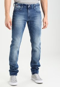 Tommy Jeans - ORIGINAL TAPERED RONNIE BEMB - Jeans Tapered Fit - berry mid blue - 0