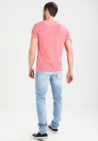 Tommy Jeans - ORIGINAL TAPERED RONNIE - Jeans Tapered Fit - berry light blue - 2