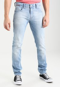 Tommy Jeans - ORIGINAL TAPERED RONNIE - Jeans Tapered Fit - berry light blue - 0