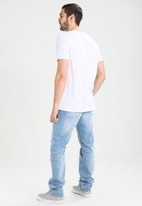 Tommy Jeans - ORIGINAL STRAIGHT RYAN BELB - Jean droit - berry light blue - 2