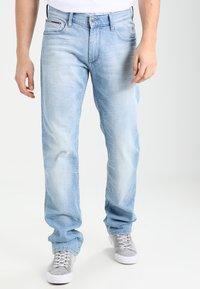 Tommy Jeans - ORIGINAL STRAIGHT RYAN BELB - Jean droit - berry light blue - 0