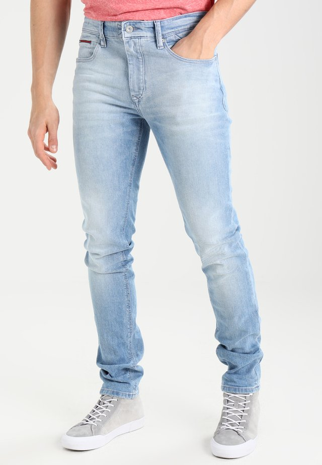 SLIM TAPERED STEVE BELB - Slim fit jeans - berry light blue