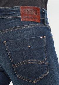 Tommy Jeans - SLIM SCANTON DACO - Jeansy Slim Fit - dark - 4