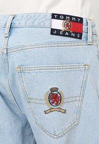 Tommy Jeans - CREST DAD - Džíny Straight Fit - light blue denim - 5